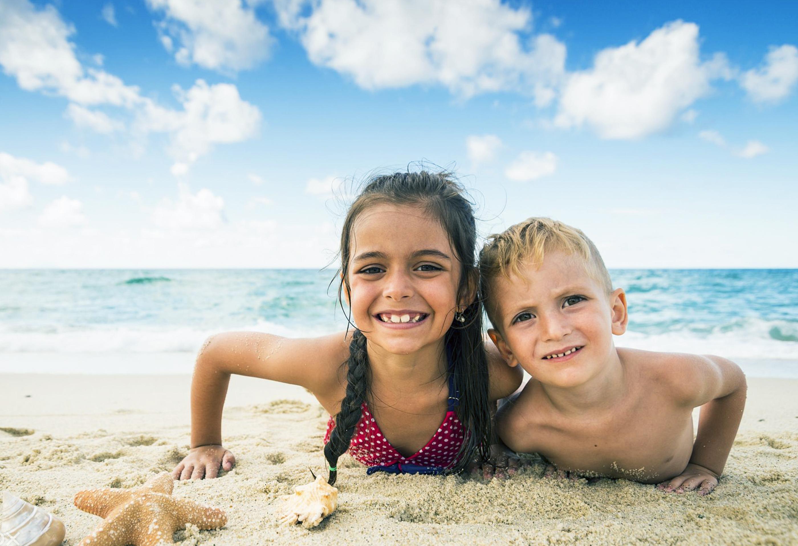 Recreação para crianças na praia das Toninhas