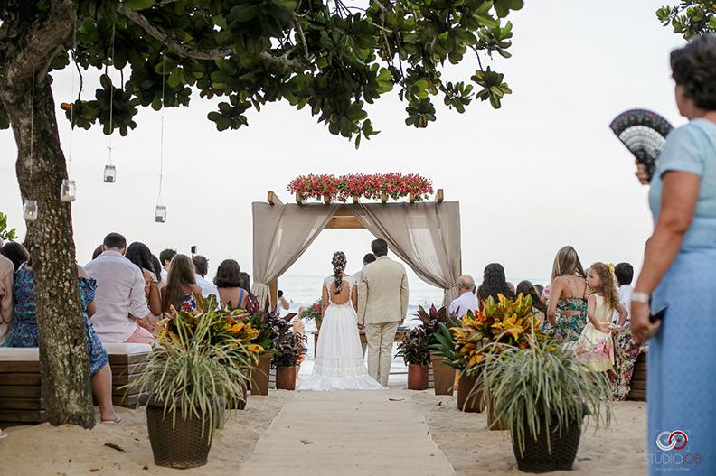 Casamento na praia: Como fazer um evento inesquecível